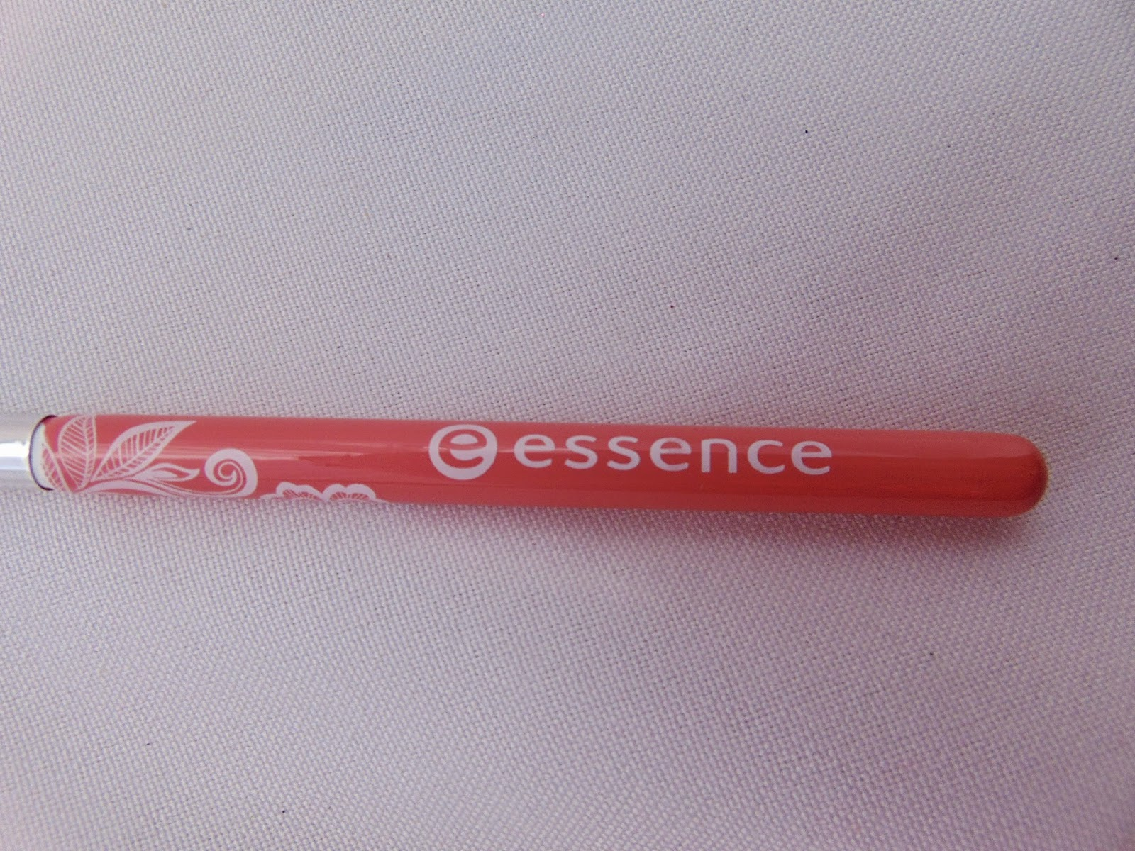 Essence: Neue Pinsel im floralen Design - Lip Brush - www.annitschkasblog.de