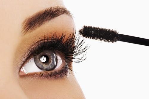 eyes-makeup-Apply-mascara