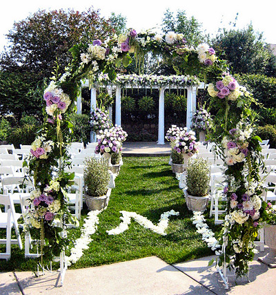 Wedding arch decorations find wedding decorations ideas for Decorating for outdoor wedding