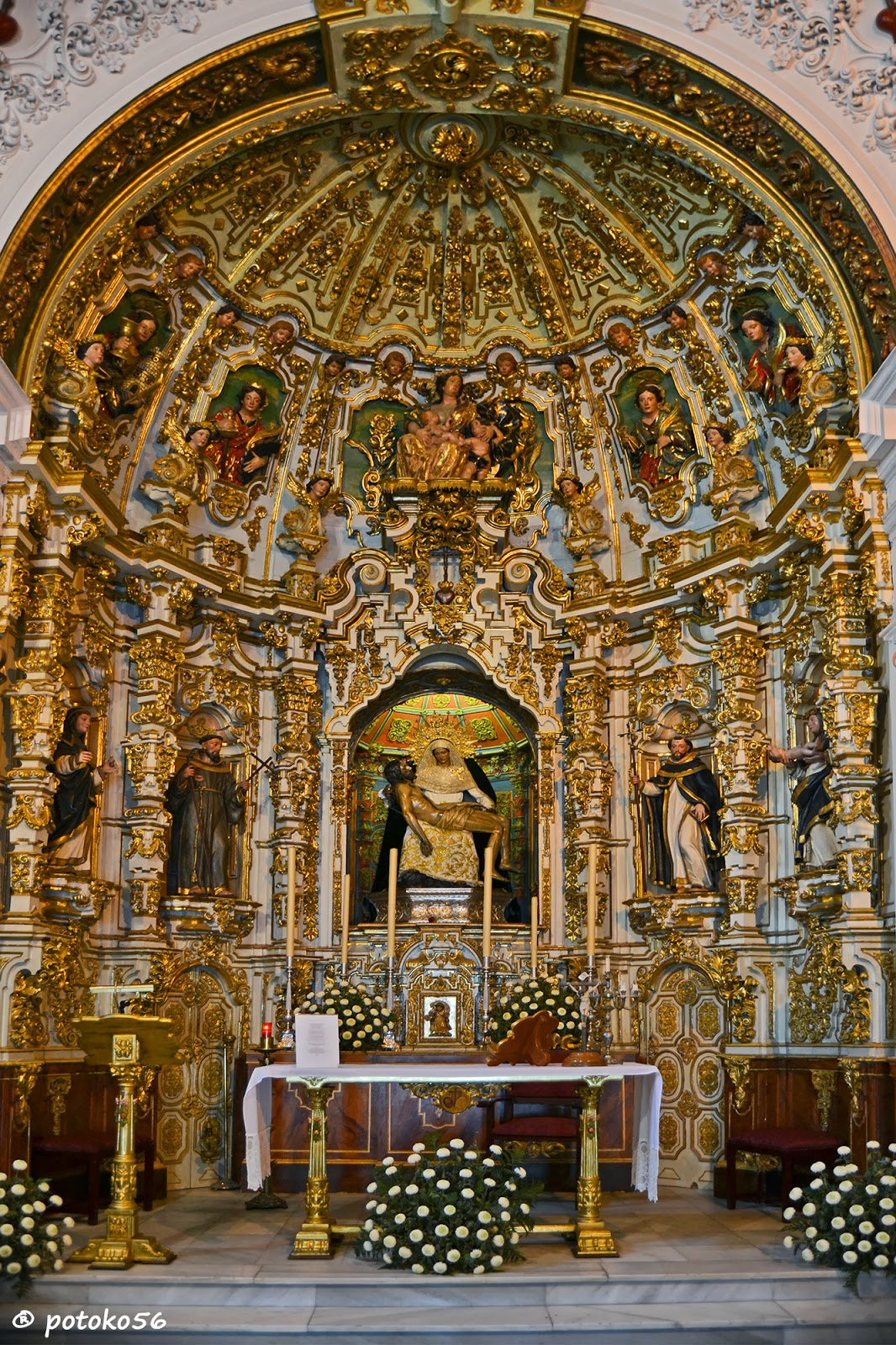 Altar Mayor en la Capilla de La Caridad Rota