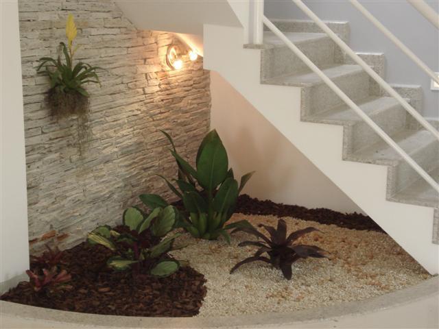 escada jardim madeira:Jardim De Inverno Embaixo Da Escada
