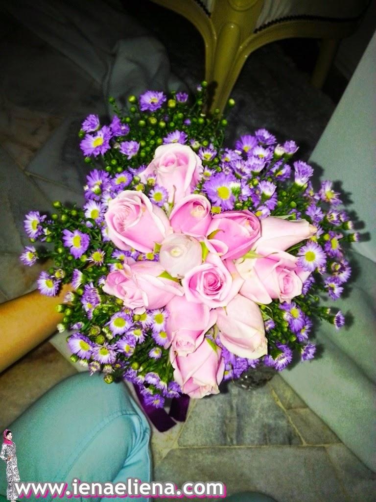 Hiasan Bunga Tangan : Bunga Segar
