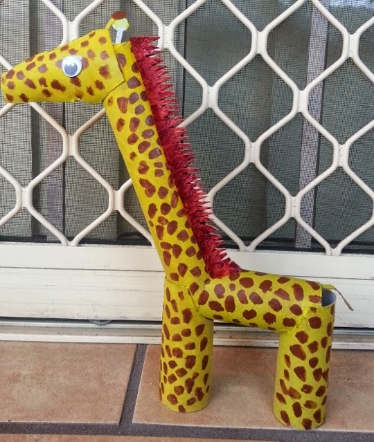 Then we coated our girafe with 2 layers of yellow poster color made