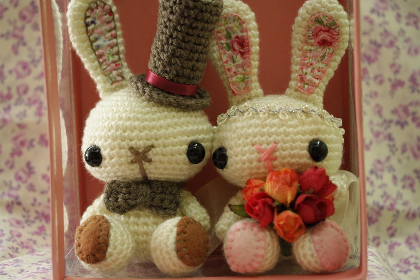 A Pretty Piece: Amigurumi Bunny Couple (?????.???)