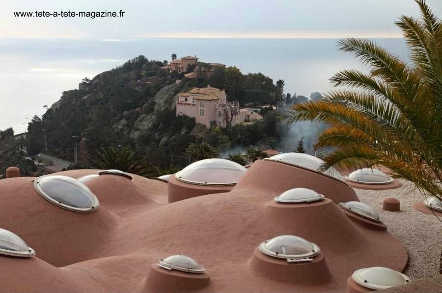 Techos de la casa orgánica de Pierre Cardin en Cannes