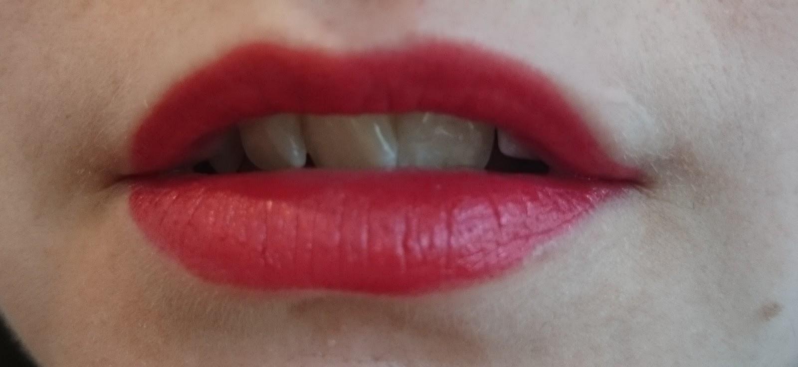 Mac Frost Lipstick Viva Glam Rihanna Tragebild