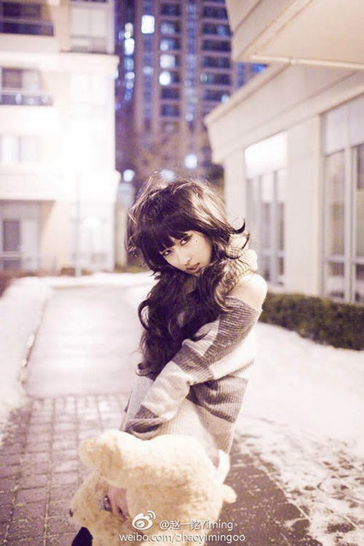 Modelo Masculino Andrógino es Confundido por una Mujer Asia