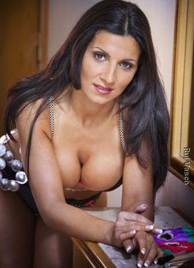 Bruna Real - A Professora que foi afastada por pousar para a Playboy