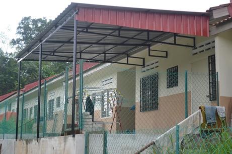 harga rumah murah on shah auto parts and ironworks: Projek Awning Rumah Zaidi (Part 2)