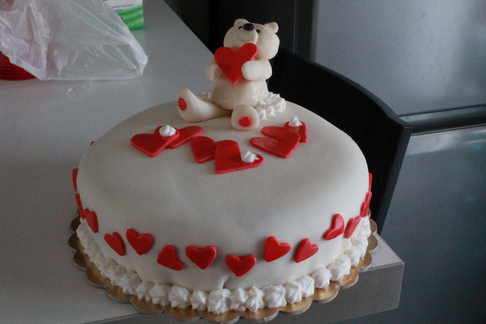 Torte per san valentino con pasta di zucchero