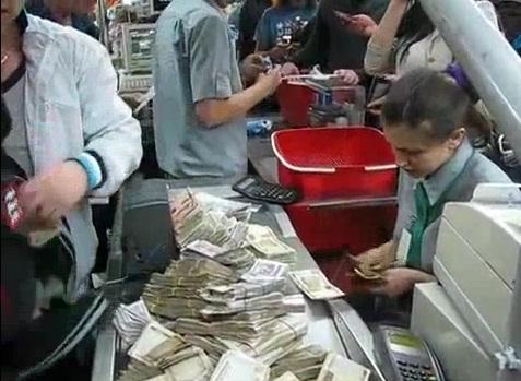 Cashier Perempuan Paling Malang Di Dunia (Video)