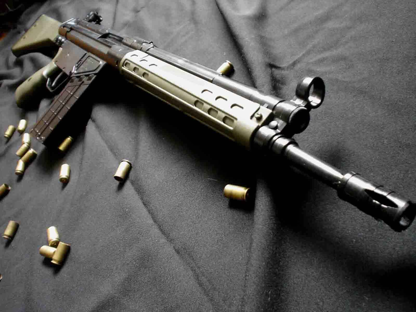 http://1.bp.blogspot.com/-Q6__Nb4AIfY/Tn-IVmGY1QI/AAAAAAAADTA/dspRoAL9RVs/s1600/G3_Weapons_Bullet_Desktop_Wallpapers_Vvallpaper.net.jpg
