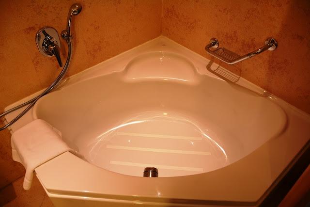 Le Meridien St Julians bath