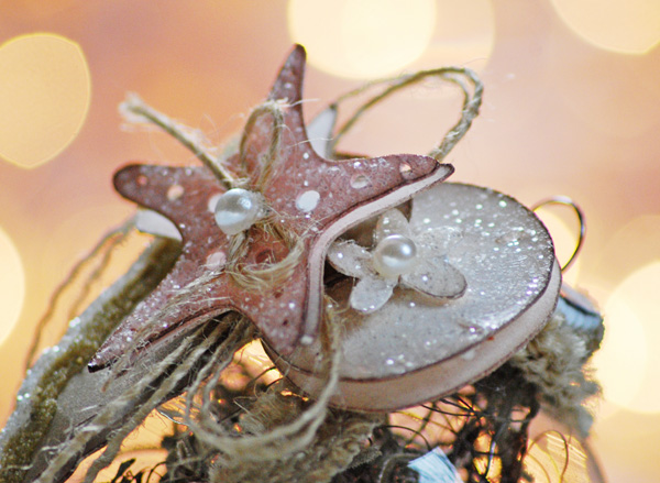 Cricut Sea Shell http://chelemom.blogspot.com/2012/12/beach-inspired-ornament.html
