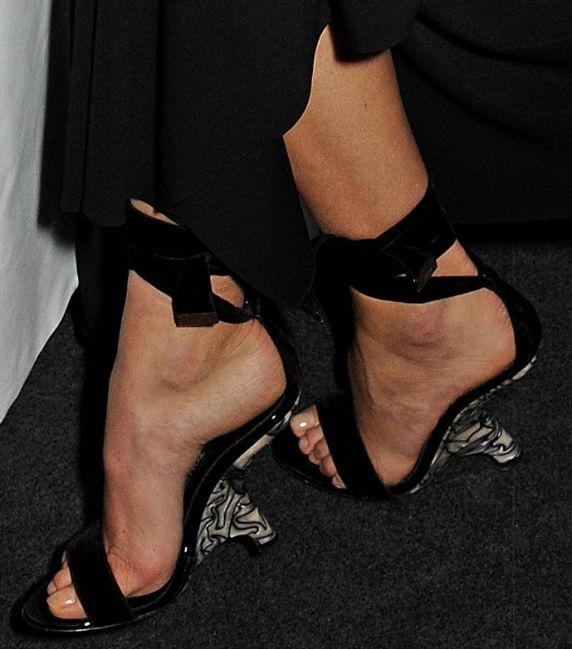 Karolina Kurkovas Sexy Feet and Nude Legs in Hot High Heels
