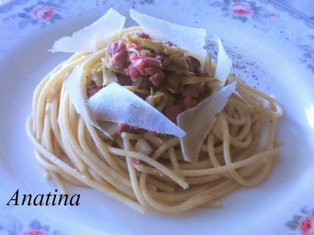 spaghetti integrali,carciofi,carne salada e sfoglie di pecorino
