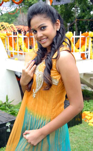 new telugu actress chandini kalicharan movie heroine stills5
