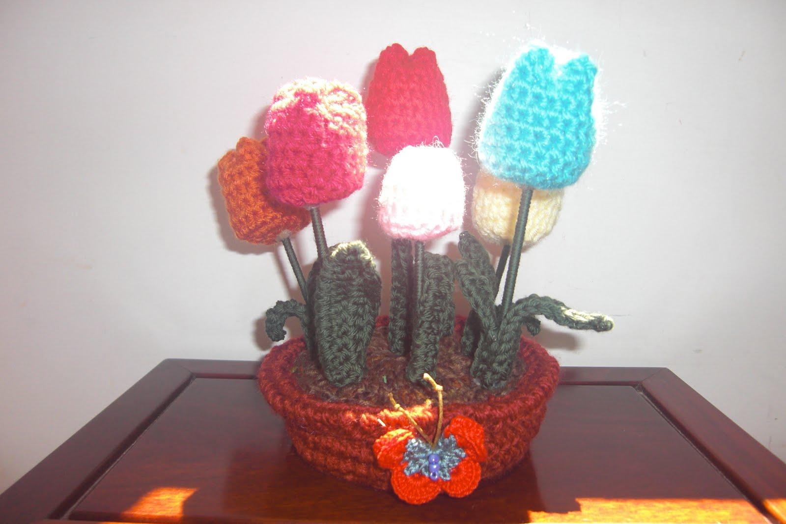 Vaso de flores, todo feito à mão, em croché.