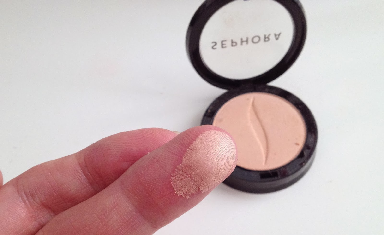 Sephora Walking in the sand no.74 eyeshadow swatch