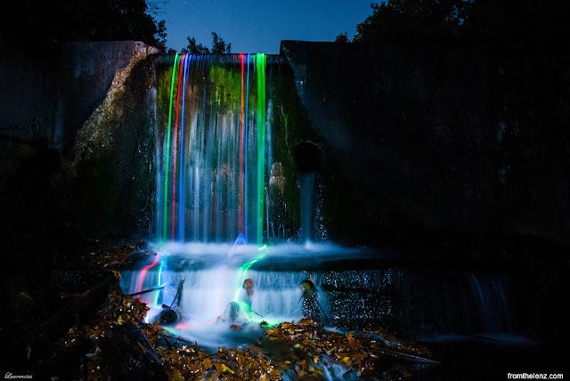 Foto-Air-Terjun-Cahaya-Neon-Karya-Sean-Lenz-dan-Kristoffer-Abildgaard-5