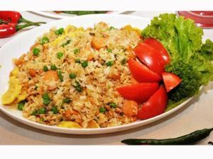 bahan membuat nasi goreng nasi 2 piring bawang putih 1