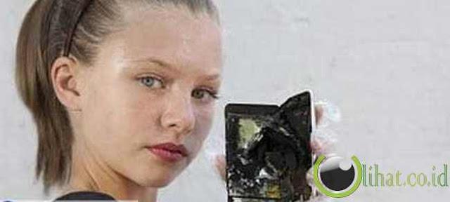 Ipod meledak, hampir melukai seseorang