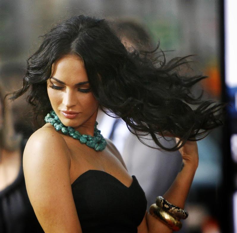 Havraní vlasy Megan Fox