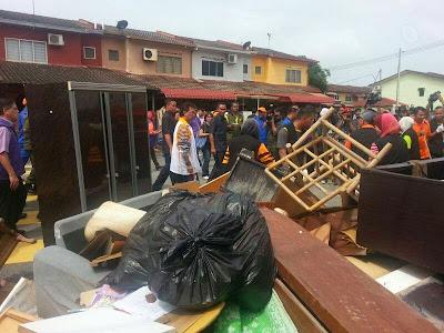 Bantuan & Sumbangan Kepada Mangsa Banjir Kuantan