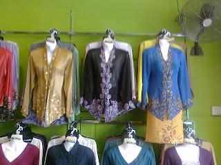 Ini adalah antara koleksi pakaian yang ada di butik peace