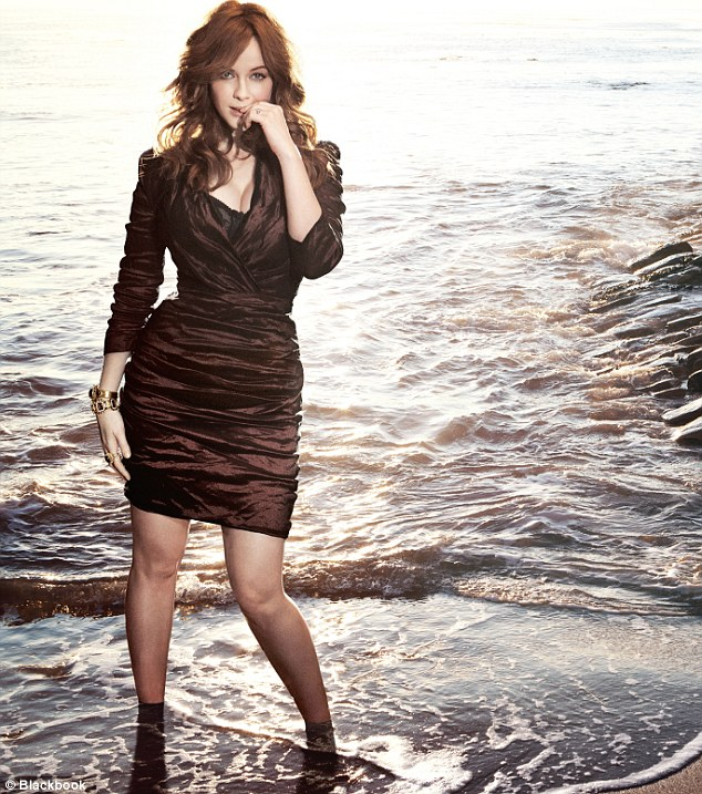 christina hendricks beach