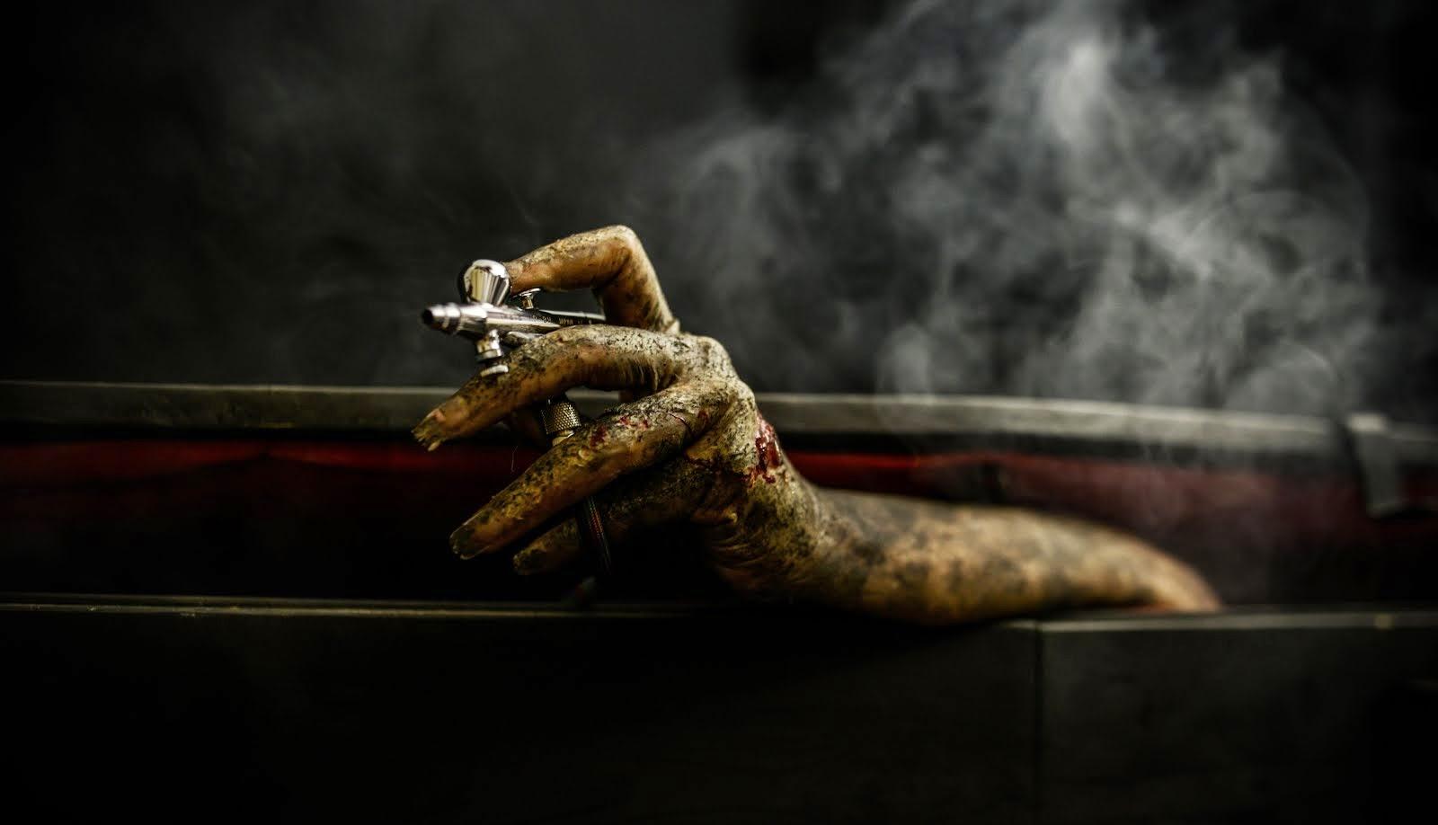 Satu Tabell. Zombie/tehoste-maskeeraus: Ari Savonen.