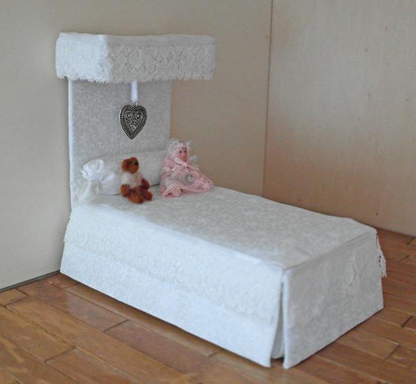 ... miniatures: Hemelbed gemaakt voor de kinderkamer van het poppenhuis