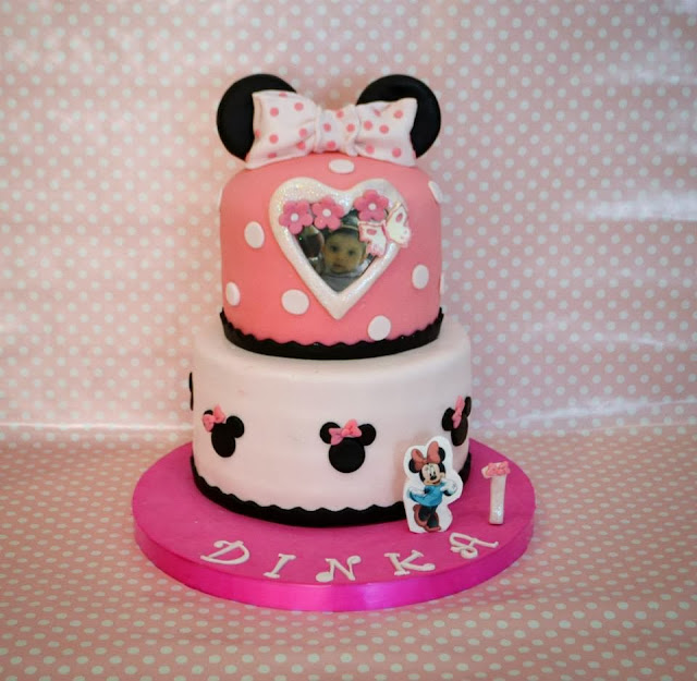 Tarta Fondant Minnie Mouse dos pisos con foto comestible lazo topos wafer papers