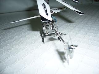 miniatura a escala de helicóptero