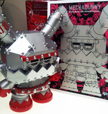 "First Look: Silver Mecha 8"" Dunny & Screen Print Set by Frank Kozik"