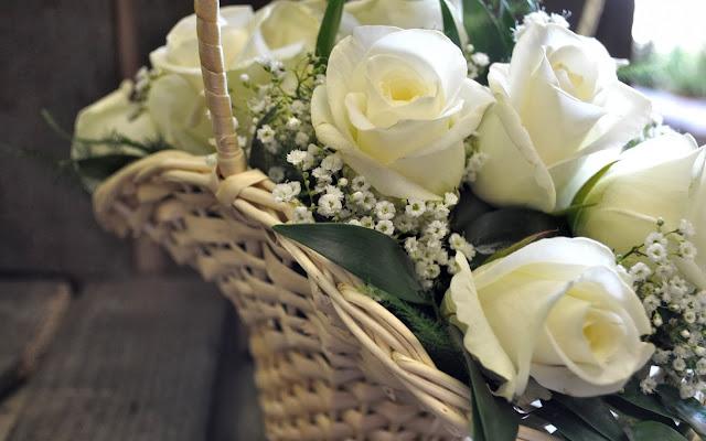 Cesta con Rosas Blancas Imagenes de Flores