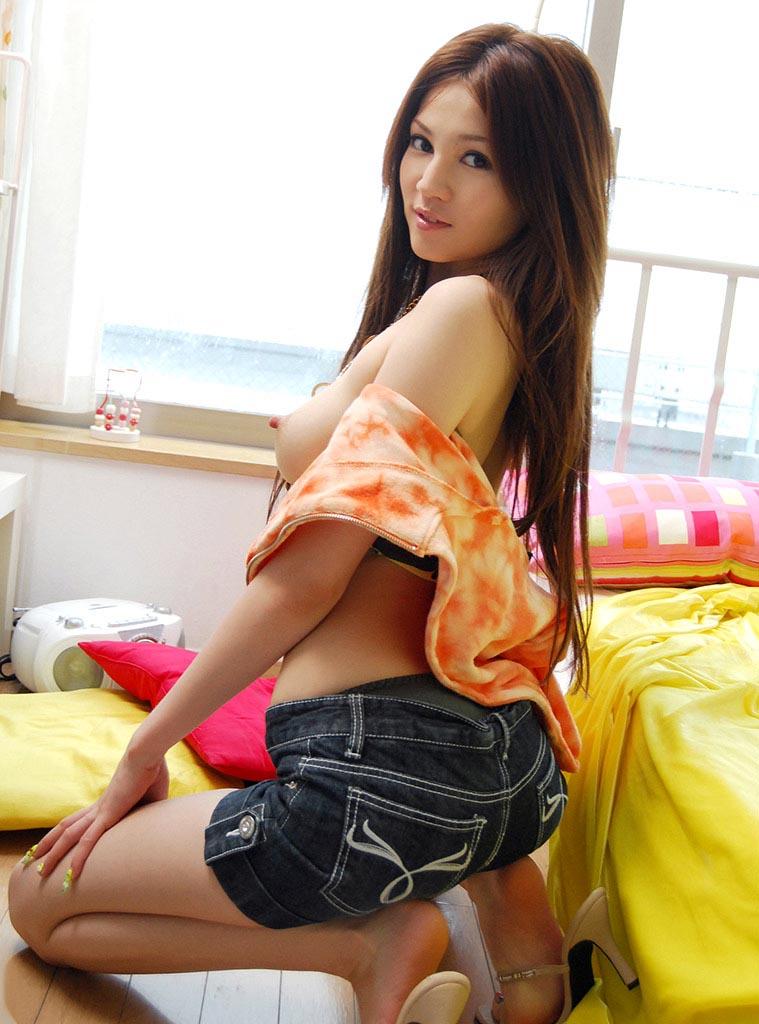 ameri ichinose topless sexy pic 04