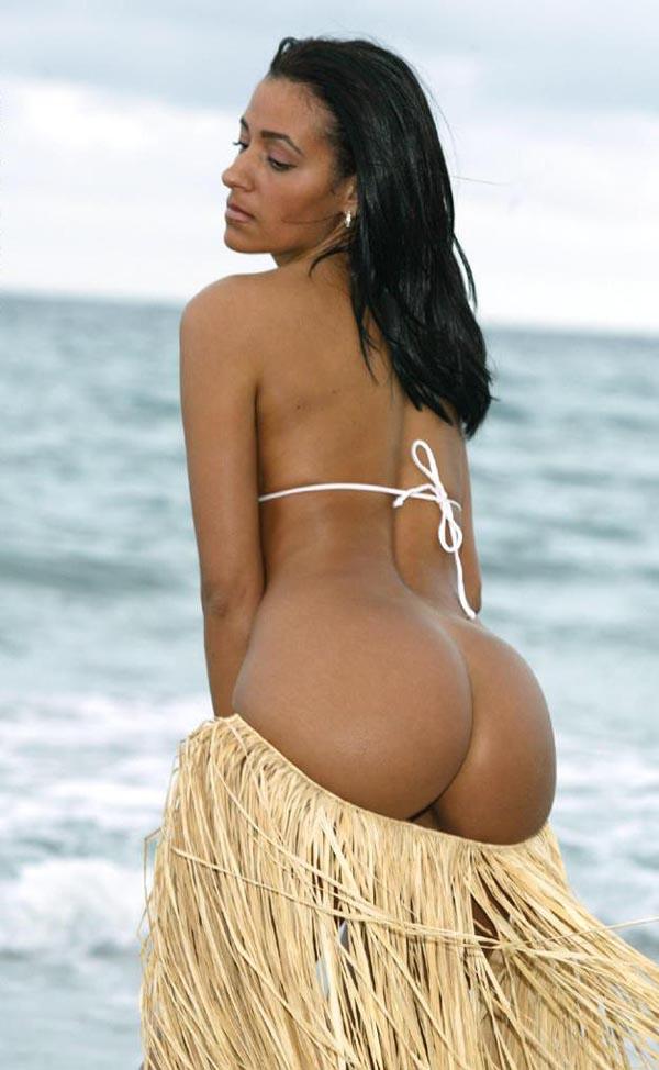sexy nude photoshoot on beach women displaying ass
