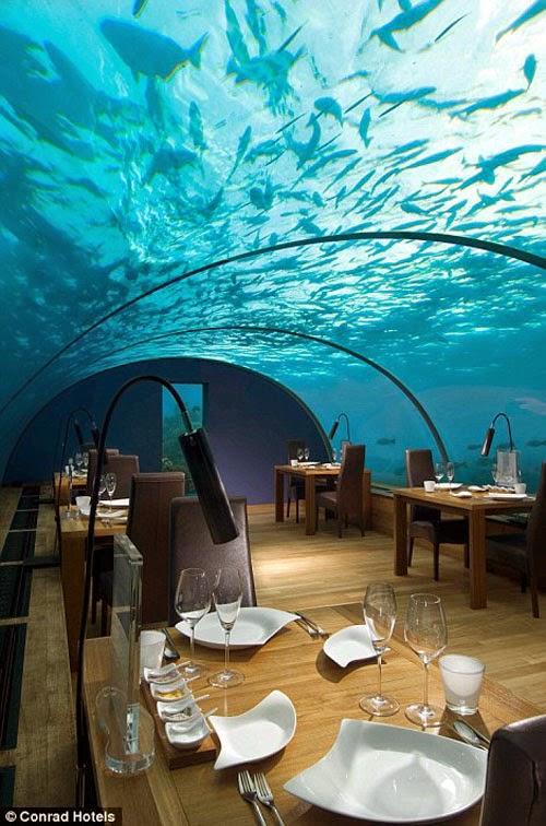 息をのむようなターコイズブルーの海の180度のパノラマビューがすごい「世界で最も美しいレストラン」