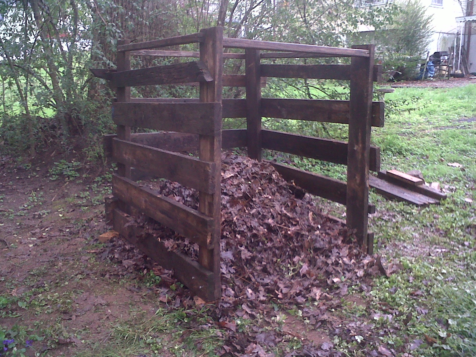Derang: Build wooden compost bin