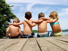 Amigos son aquellos seres que nos preguntan como estamos y se esperan a oír la contestación.