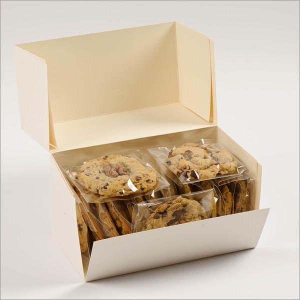 boite ouverte avec pleins de cookies