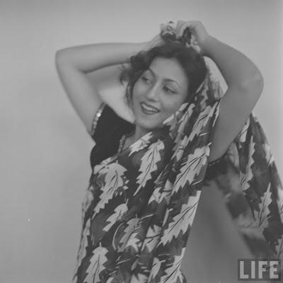 http://1.bp.blogspot.com/-QBGeU8oAYO0/UUbc4P43cWI/AAAAAAAAEG0/77ASbeQa9Gk/s1600/actress-madhubala-rare-photos+(59).jpg