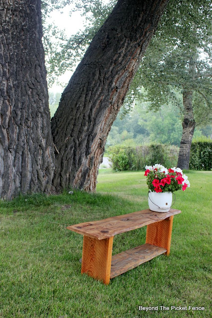 bench, reclaimed wood, live edge, DIY, http://bec4-beyondthepicketfence.blogspot.com/2015/08/live-edge-reclaimed-wood-bench.html