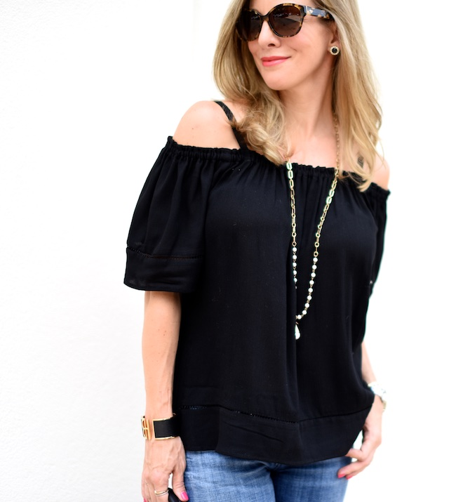 85c30c1af1395 ... especially strapless tops and dresses. You ll really thank me on this  one! Wear it with off-shoulder sweaters