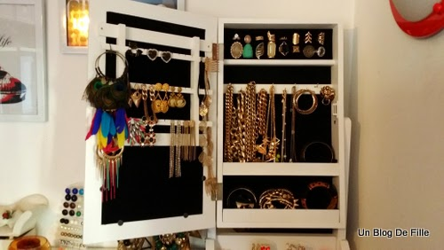 un blog de fille mon dressing rangements des bijoux. Black Bedroom Furniture Sets. Home Design Ideas