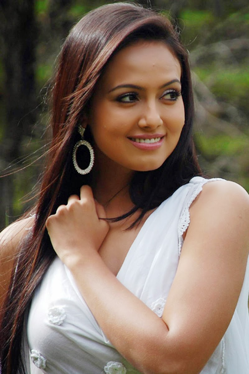 Bigg Boss Contestant and Model Sana Khan Unseen Hot Pics