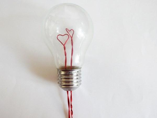 DIY : Upcycler une ampoule pour la Saint Valentin
