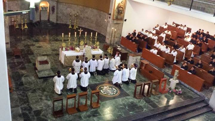 http://1.bp.blogspot.com/-QCFlkDFopxY/U5Ymf3B_fvI/AAAAAAAAS0c/kG8Qnk2-ka8/s1600/CATHOLICVS-Santa-Misa-Seminario-diocesano-Guadalajara-Diocesan-Seminary-Holy-Mass-3.jpg