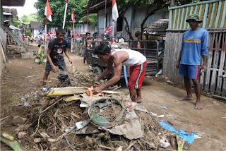 Gubernur Tinjau Korban Banjir, Bantu Rp10 juta untuk Masjid Rai Oi